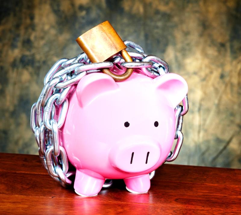 money-locked-up-piggy-bank-in-ckhains